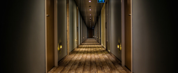 długi korytarz